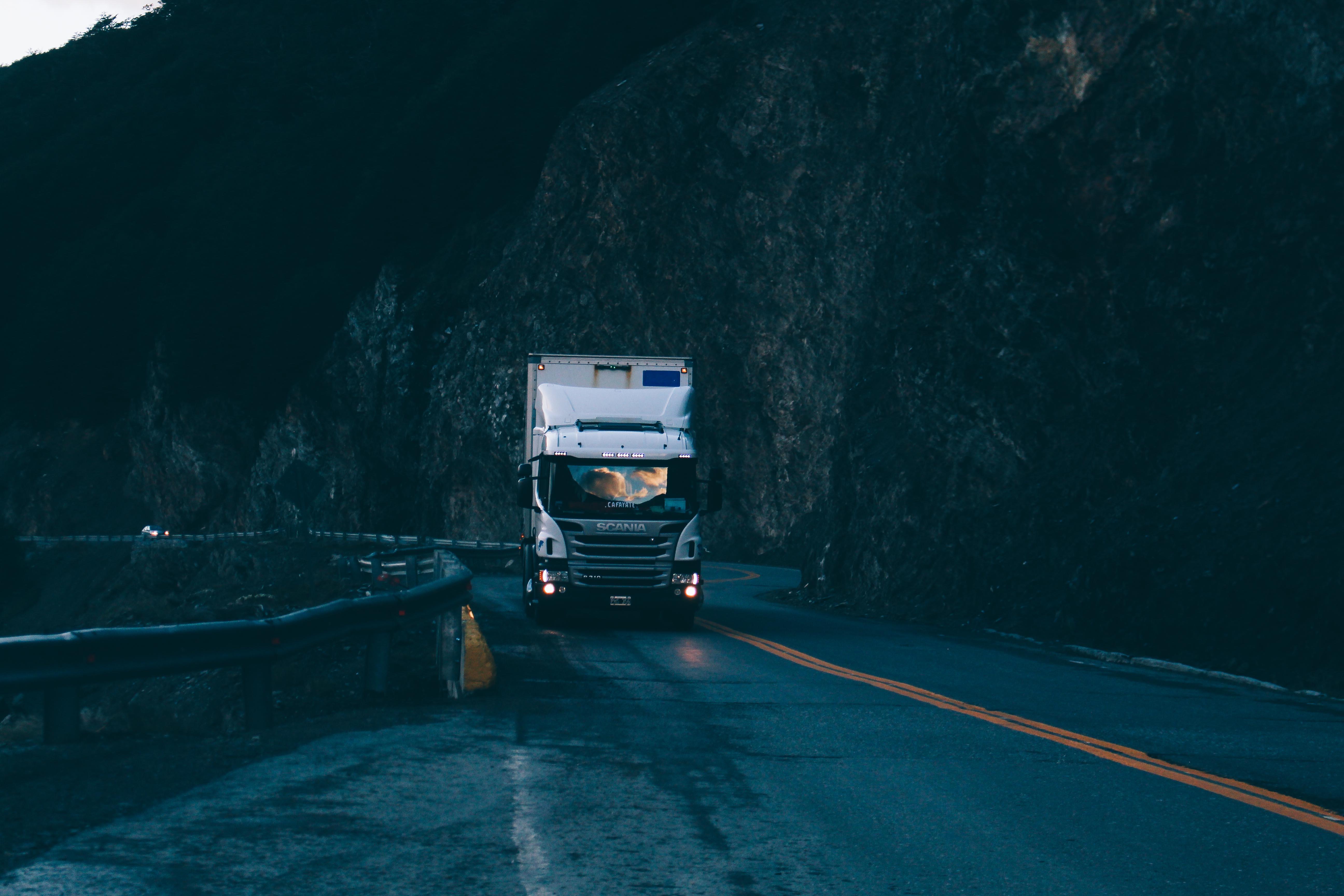 Análisis a la situación del transporte de mercancías por los transportistas en la era #COVID-19
